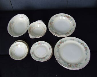 Vintage 29 Pc. Eggshell China Dinnerware Set Homer Laughlin Nautilus Plates Bowls Saucers Serving Set