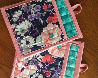 Floral print pot holders pair