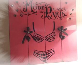"""Paris mode """"setting for your necklaces... .bijoux"""""""