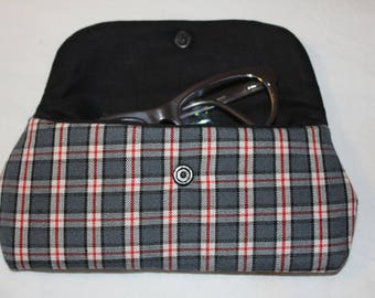 Lined with a black cotton quilted fabric glasses case