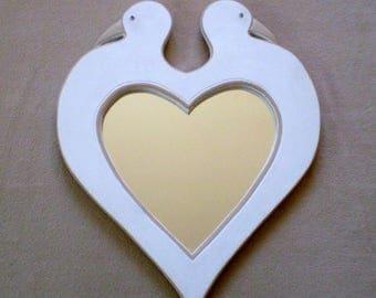 Miroir en bois en forme de coeur et couple de colombes peint en blanc - Création unique