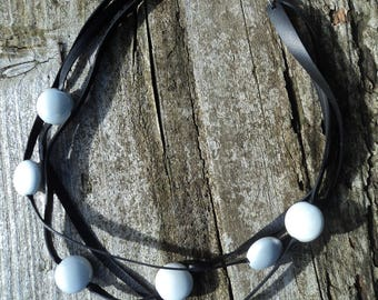 The Choker in inner inner and grey Pearls Pearl.