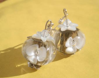The precious floral Murano glass - Pearl and silver.