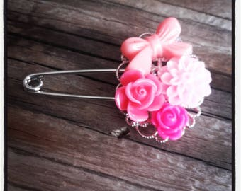 Pink flowers and silver filigree pin brooch