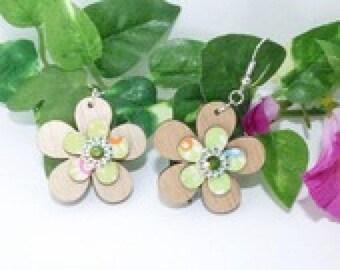 Overlaid 2 wooden flower Stud Earrings