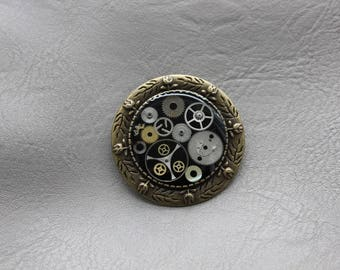 Brooch Bronze 3.5 cm Steampunk watch parts and resin