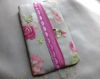 Decorated with romantic style tissue holder