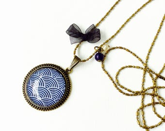 Bronze necklace - Cabchon waves blue and white
