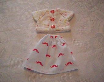 clothes for dolls 32 33 cm, compatible with the chéries(jupe en coton imprimé avec deles de moustaches et un gilet ou pull)