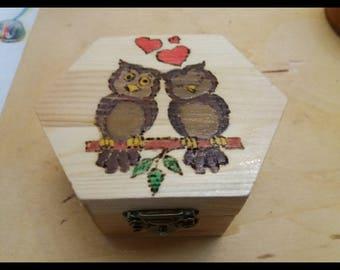 Hexagonal box owls