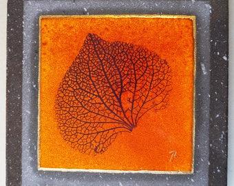 Trivet/fire color and/or lava glazed leaf veins