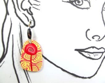 Earrings picture: a stylized on a yellow and pink flower.