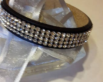 LEATHER CRYSTAL BRACELET