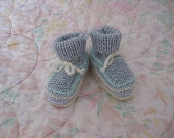 with its cord wool baby shoes