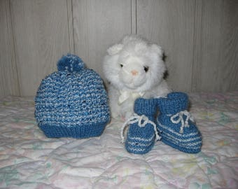 baby set little bonnet and booties