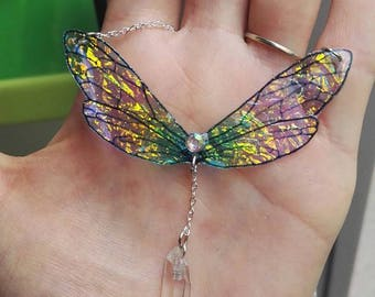 Colorful iridescent fairy wings necklace and its quartz