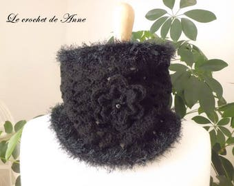 Choker / black snood adorned with a flower!