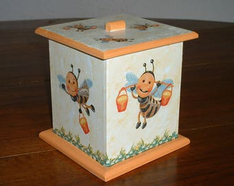 "Pot or box square ""bees at work"""