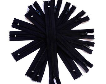 8 19.5 cm x 2.5 black zipper opening 19.5 multicolored zippers