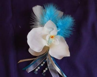 Back train or boutonniere white and turquoise
