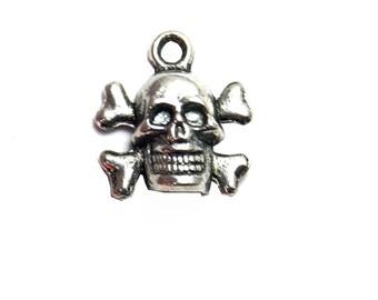 Set of 2 skull charms charms