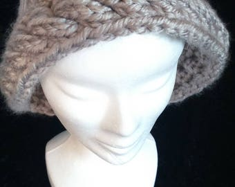 HAT SHAPE PEARL GRAY CLOCHE HAT