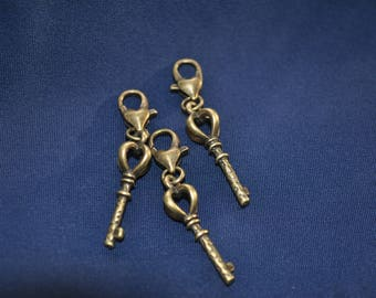 pretty Castle attached to its small carabiner key charm