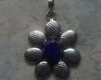 Flower pendant made of 925 sterling silver and blue lapis lazuli