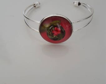 Silver bracelet and drop flower cabochon