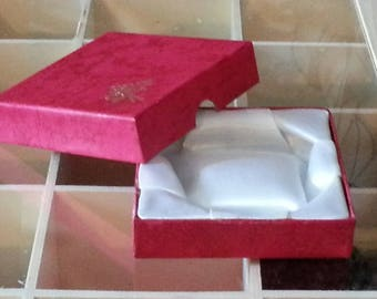 12 present cardboard Red 8.5 x 8.5 jewellery boxes to pack your bracelets