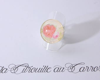 Ring cabochon coral and beige flowers