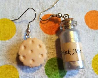 "Earrings ""Eat Me Drink Me - Alice"" model 3"