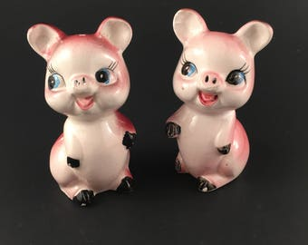 Vintage Hand Painted Pigs Salt Pepper Shakers Ceramic Bisque Kitchen Collectible