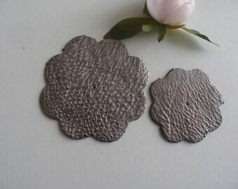 Flower color: silver 8 and 6 cm diameter leather applique