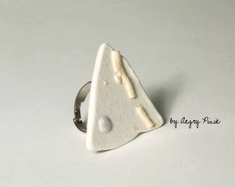 White ceramic triangular ring