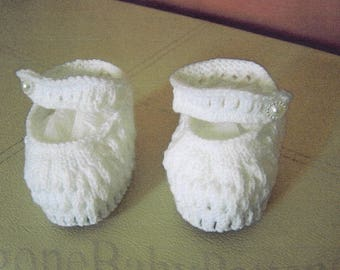 Babies lacy eyelet Mary-Jane shoes. 4 ply yarn used with pearl button fastenings.