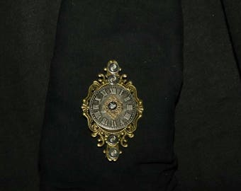 1837 Broche