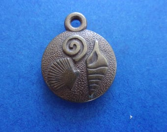 Pendant - Medal, bronze, with motives of shells - 2cm