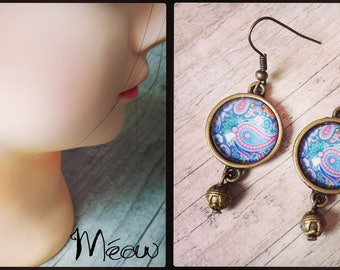 Earring in bronze with a psychedelic pattern