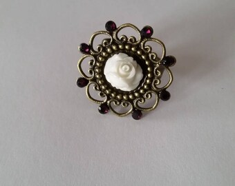 "Purple rhinestone and white resin rose ring ""romantic"""