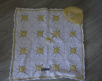 Plaid top yellow and white baby bed