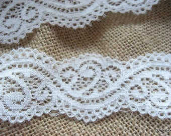 beautiful lace 3.5 cm ornate light ivory, undulating scrolls