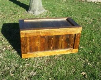 Rustic Pine Wood Trunk