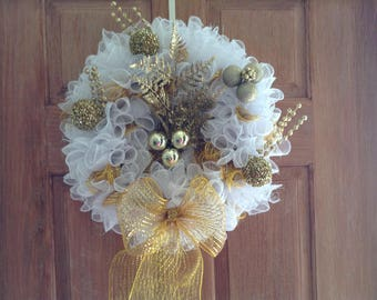 Elegant gold and white wreath