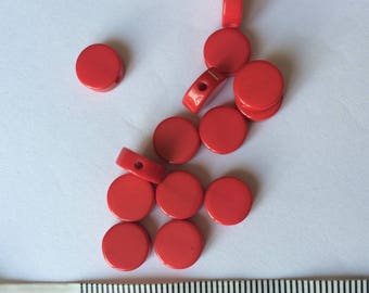 Set of 30 red resin beads