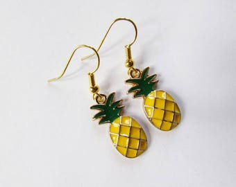 "Earrings ""pineapple"" of golden color."