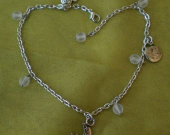 Anklet white pearls and charms