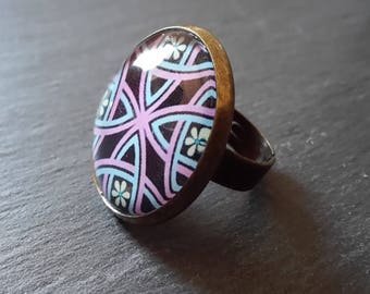 Ring with cabochon mosaic pattern of the world
