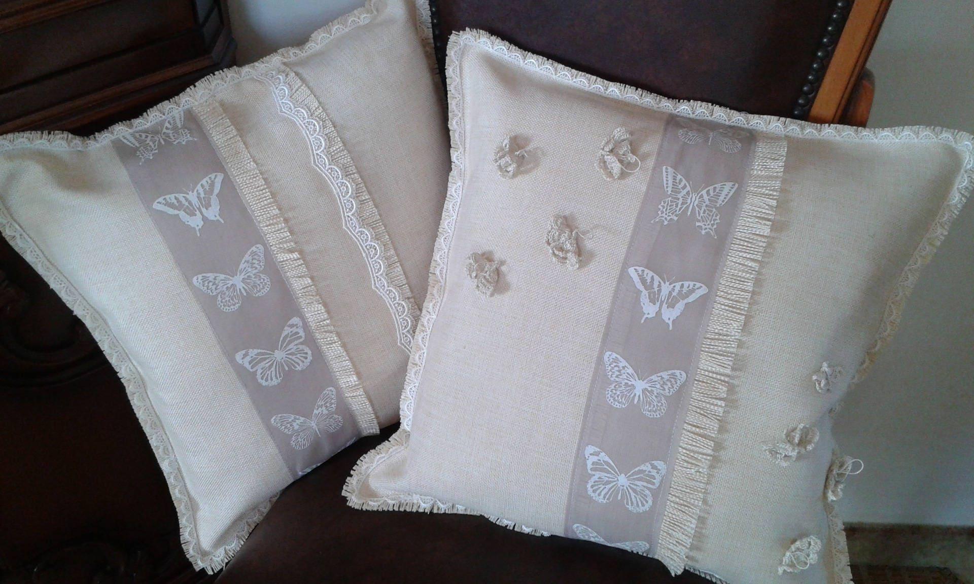 Cuscini shabby chic in tela di lino con nastro farfalle for Cuscini per sedie shabby chic