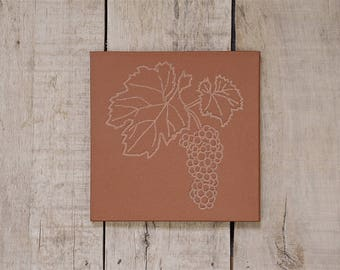 Tile Trivet/Trivet for Hot Dish/Engraved/Stone/Table Centerpiece/Housewarming/Kitchen Decor/Engraved Kitchen Ware/Grape Vine